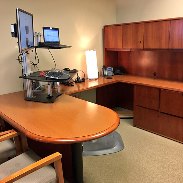 Kangaroo standing desk in office